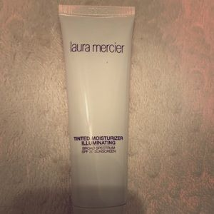 Laura Mercier Illuminating TM w/ SPF 20